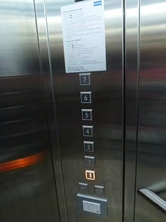 Tune Hotel Asoke, Bangkok: The lift