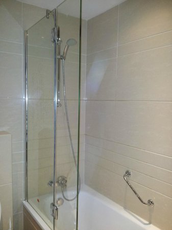 BEST WESTERN Blue Tower Hotel: spotless and powerful shower