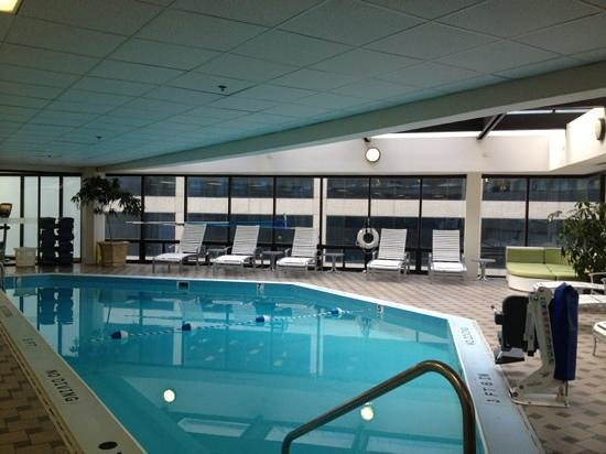 DoubleTree by Hilton Nashville-Downtown: piscina