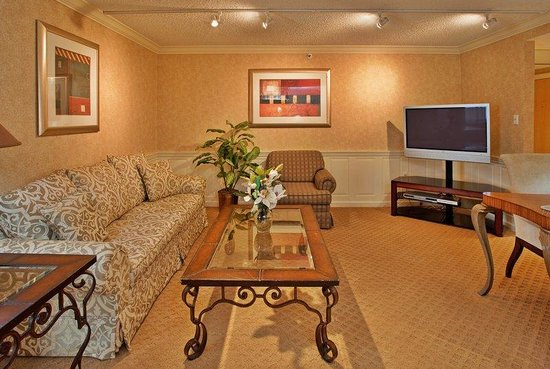 Holiday Inn St. Louis SW Route 66: Relax in Style in our Presidential Suite