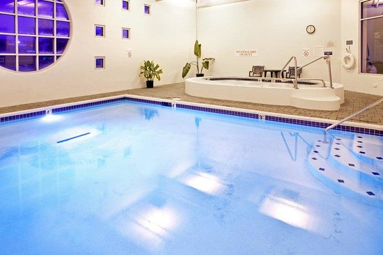 Sunset Hills, MO: Enjoy Our Indoor Pool and Hot Tub Any Time of Year