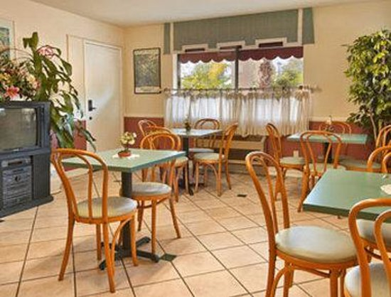 Howard Johnson Torrance: Breakfast Area