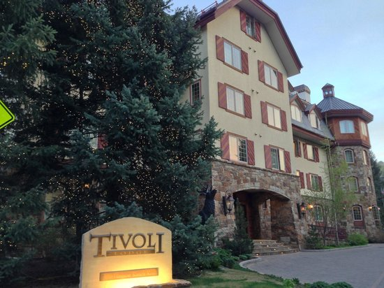Tivoli Lodge: Beautiful Entrance to Hotel!