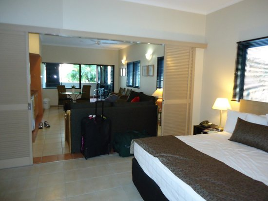 Regal Port Douglas: Whole room