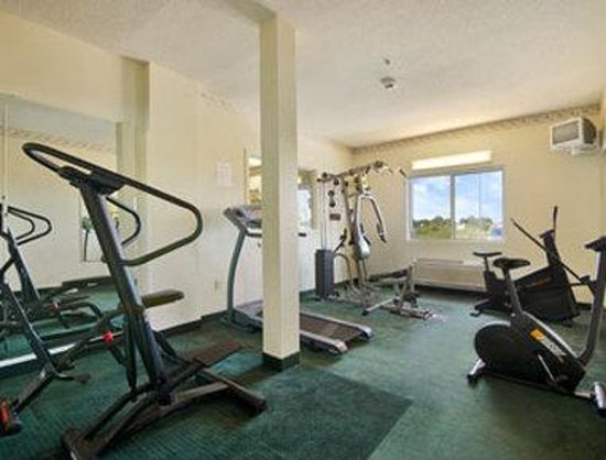 Super 8 Huntington: Fitness Centre