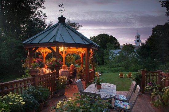 ‪‪The Inn at Weston‬: Enjoy our spacious deck and orchid-filled gazebo‬