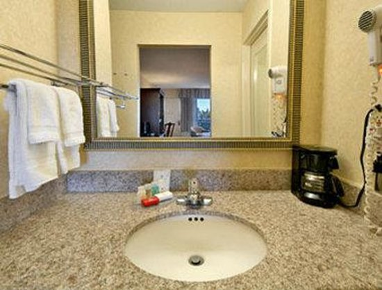 Pikesville, MD: Bathroom