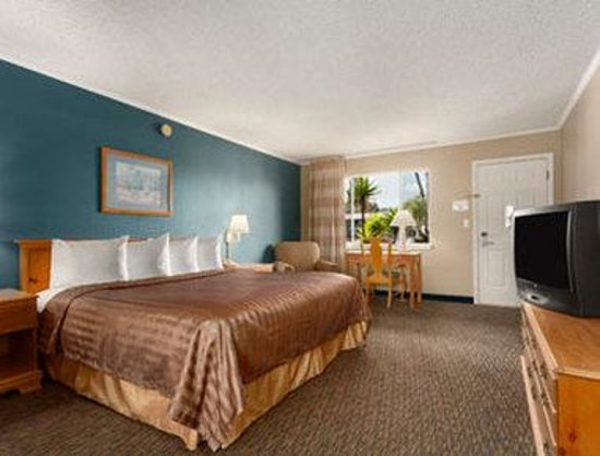 Travelodge San Diego Mission Valley: Standard King Bed Room