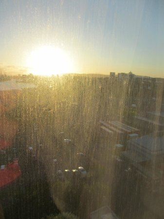 Crowne Plaza Glasgow: Dirty windows - spoilt what woudl otherwise have been a lovely view