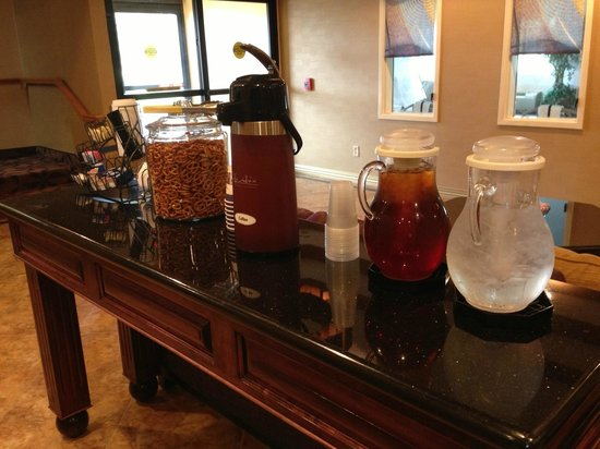 BEST WESTERN Manhattan Inn: 24 hour refreshments and snacks