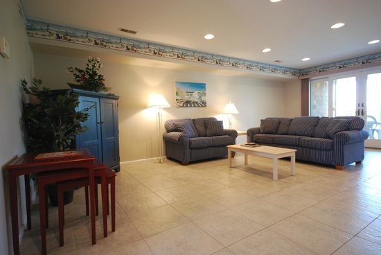 Capri Motor Lodge: townhouse living room