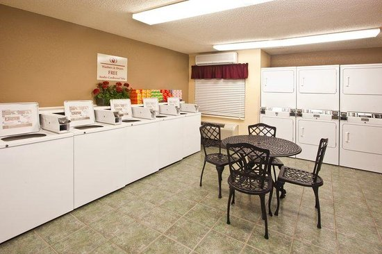 Candlewood Suites Clearwater: Laundry Facility