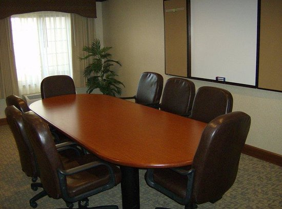 Staybridge Suites Davenport: Davenport Staybridge Suites Meeting Room