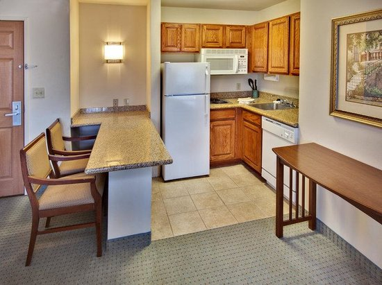 Staybridge Suites Davenport: Deluxe Room