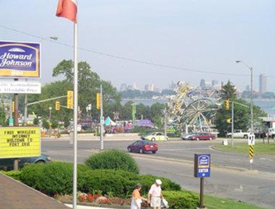 Fort Erie, Canada: Carnival And Buffalo City