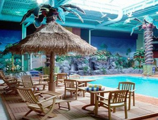 Ramada Plaza Crystal Palace Hotel: Pool
