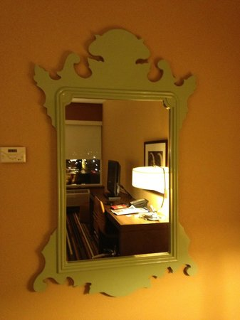 Moonrise Hotel: Cool mirror