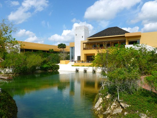 Fairmont Mayakoba grounds
