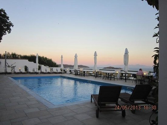 Villa Apollon Skiathos: Pool area