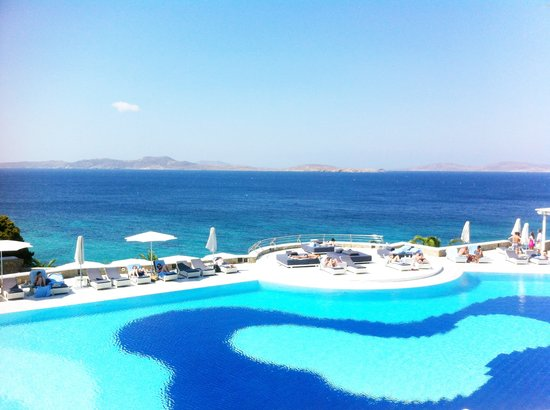 Mykonos Grand Hotel & Resort: View of pool and beach... ahhh!