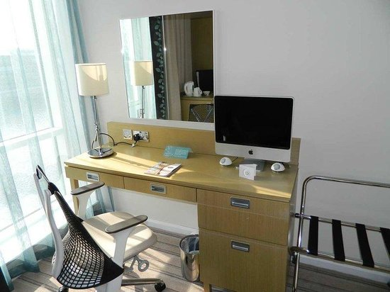 Hilton Garden Inn Glasgow City Centre: Workstation with IMac
