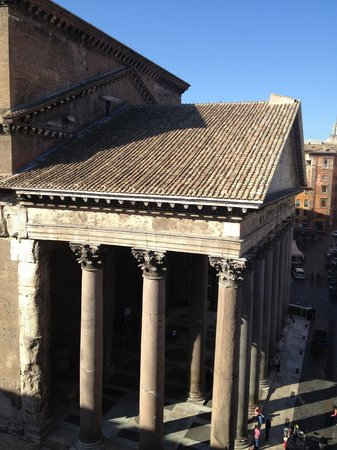 Albergo del Senato: View of the Pantheon from our room