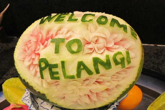Meritus Pelangi Beach Resort & Spa, Langkawi: Welcome Fruit Carving