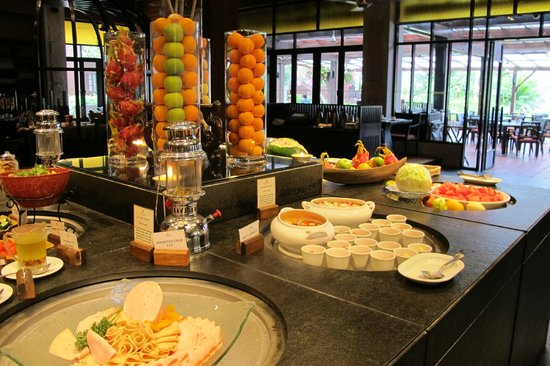 Meritus Pelangi Beach Resort & Spa, Langkawi: Buffet at Hotel
