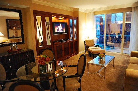 one bedroom balcony suite picture of signature at mgm grand las