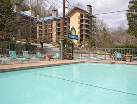 Days Inn Gatlinburg on the River: Pool