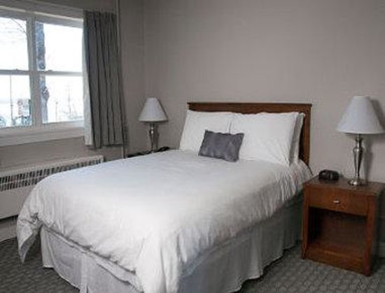 Howard Johnson Bluenose Inn and Suites
