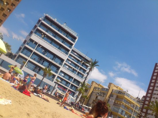 Sol Costablanca: Veiw of hotel while laid on beach