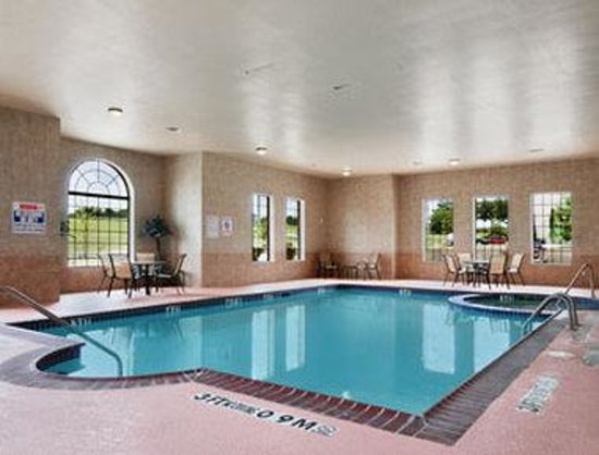 Baymont Inn & Suites: Pool