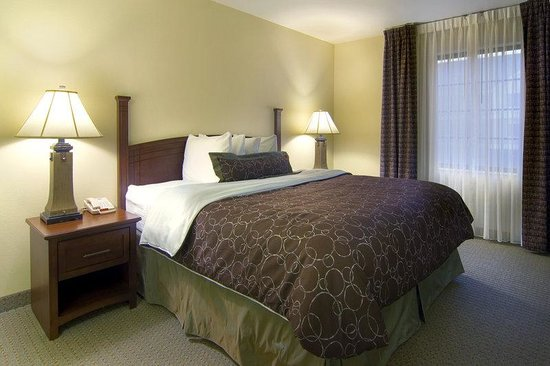 Staybridge Suites Akron-Stow-Cuyahoga Falls: King Bed Guest Room