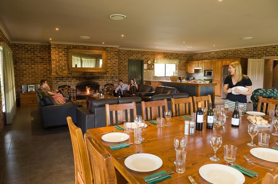 Lovedale, Australia: Lodge- massive entertaining/dining room