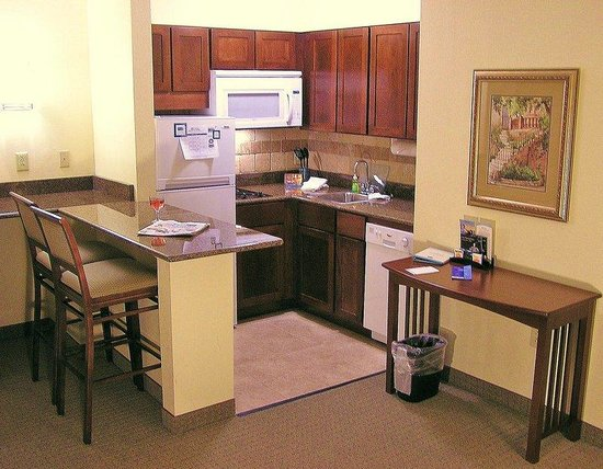 Staybridge Suites Harrisburg: Suite Kitchen w/ High Top Bar