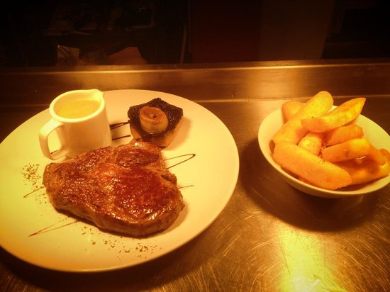 Wotton-under-Edge, UK: ribeye steak