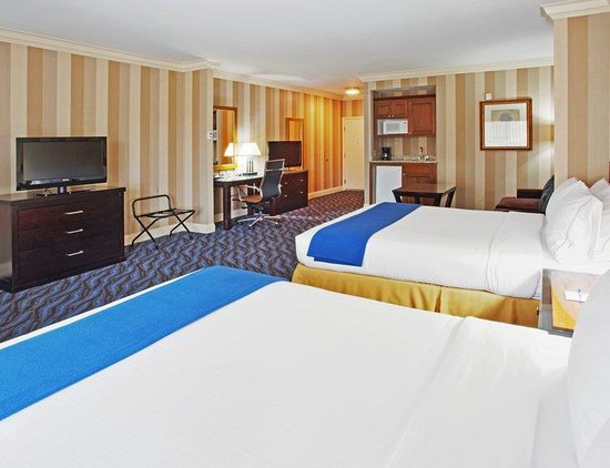 Holiday Inn Express Santa Cruz: Santa Cruz Hotel Suite with Two Queen Beds