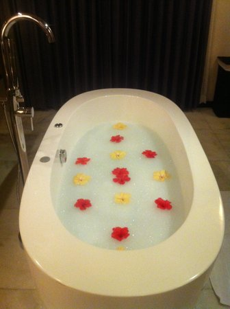 Lily Beach Resort & Spa: We came 'home' to find the bath filled and decorated by the wonderful staff