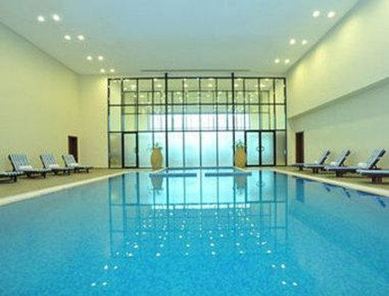 Ramada Hotel & Suites Ajman : Indoor Pool