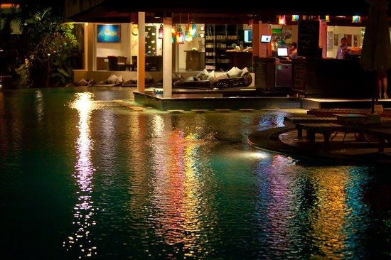 The Breezes Bali Resort & Spa: Pool Bar Night View
