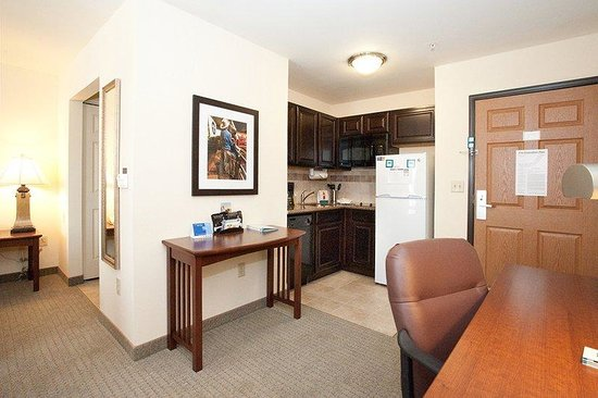 Staybridge Suites West Fort Worth: Studio Suite Kitchen Area