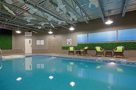 Holiday Inn Express & Suites Saint-Hyacinthe: Swimming Pool