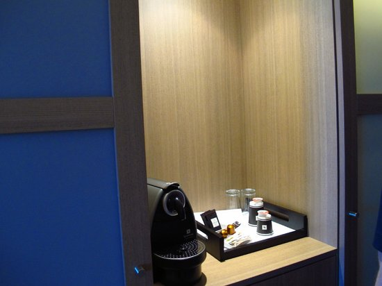 Pullman Bordeaux Aquitania : Coffee Maker area
