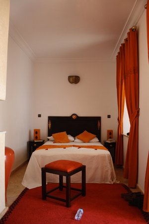 Riad Aliya: orange room upstairs