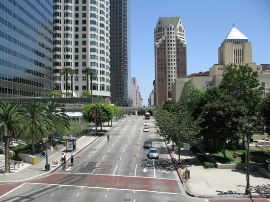 The Westin Bonaventure Hotel & Suites: View along 5th St in Downtown LA