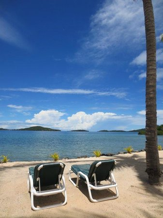 Wananavu Beach Resort: Beachside