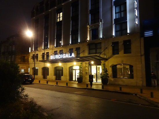 Hotel Burdigala: Hotel Entrance