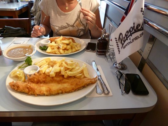 Large haddock an chips curry sauce picture of poppies for Fish and chips sauce