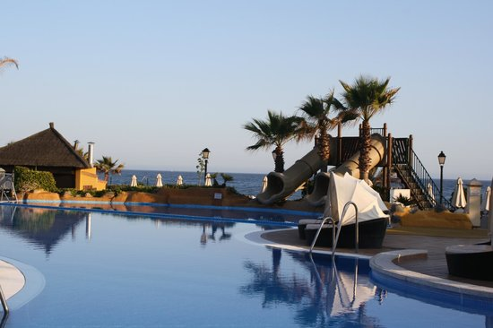 Marriott's Marbella Beach Resort: Pool area